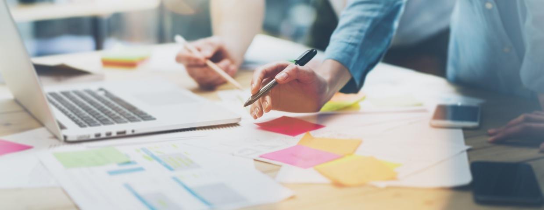 marketing team using Hubspot free marketing